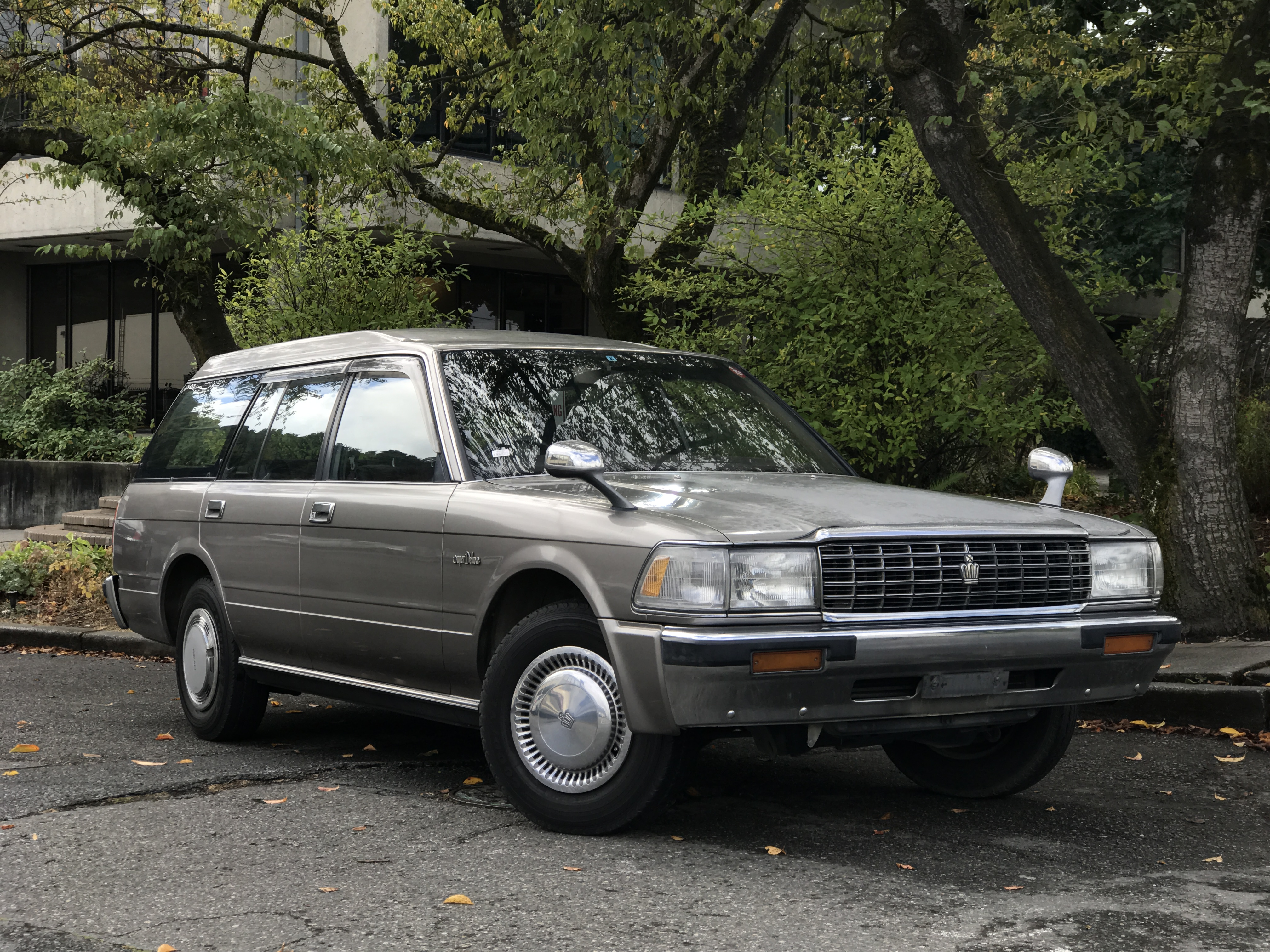 1990 toyota crown wagon 5 spd adamsgarage sodo moto. Black Bedroom Furniture Sets. Home Design Ideas