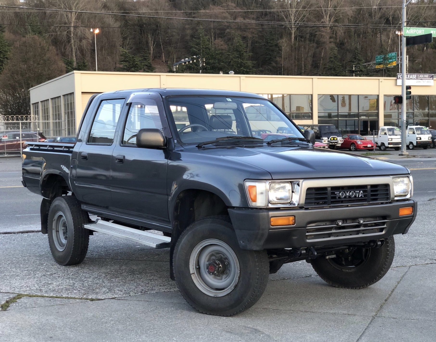1990 Toyota Hilux double-cab 4x4 - AdamsGarage - SODO-MOTO